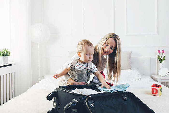 Pierwszy wyjazd z niemowlęciem – jak się przygotować?