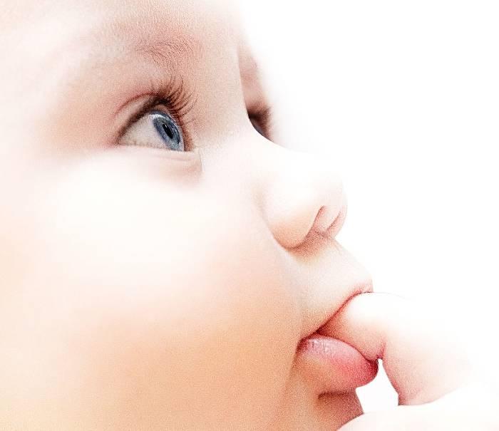 Podrażnienia wokół oczu noworodka łagodzenie i zapobieganie