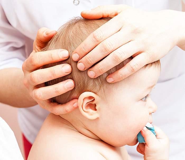 Łupież czy łuszczyca jak rozpoznać zmiany na skórze głowy dziecka