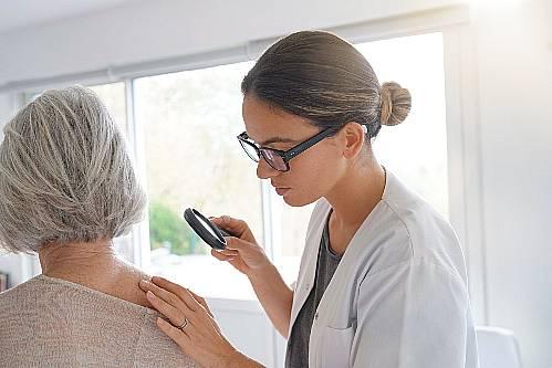 objawy kliniczne kontaktowego zapalenia skóry