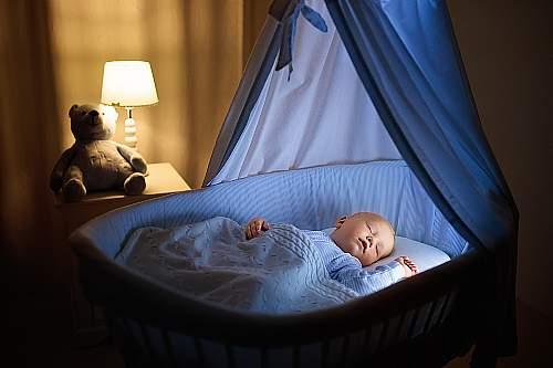 Jak zadbać o właściwe warunki do spania? Otoczenie ma znaczenie.