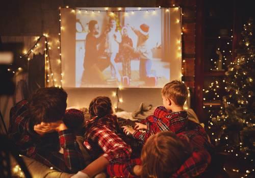 oglądanie świątecznych filmów